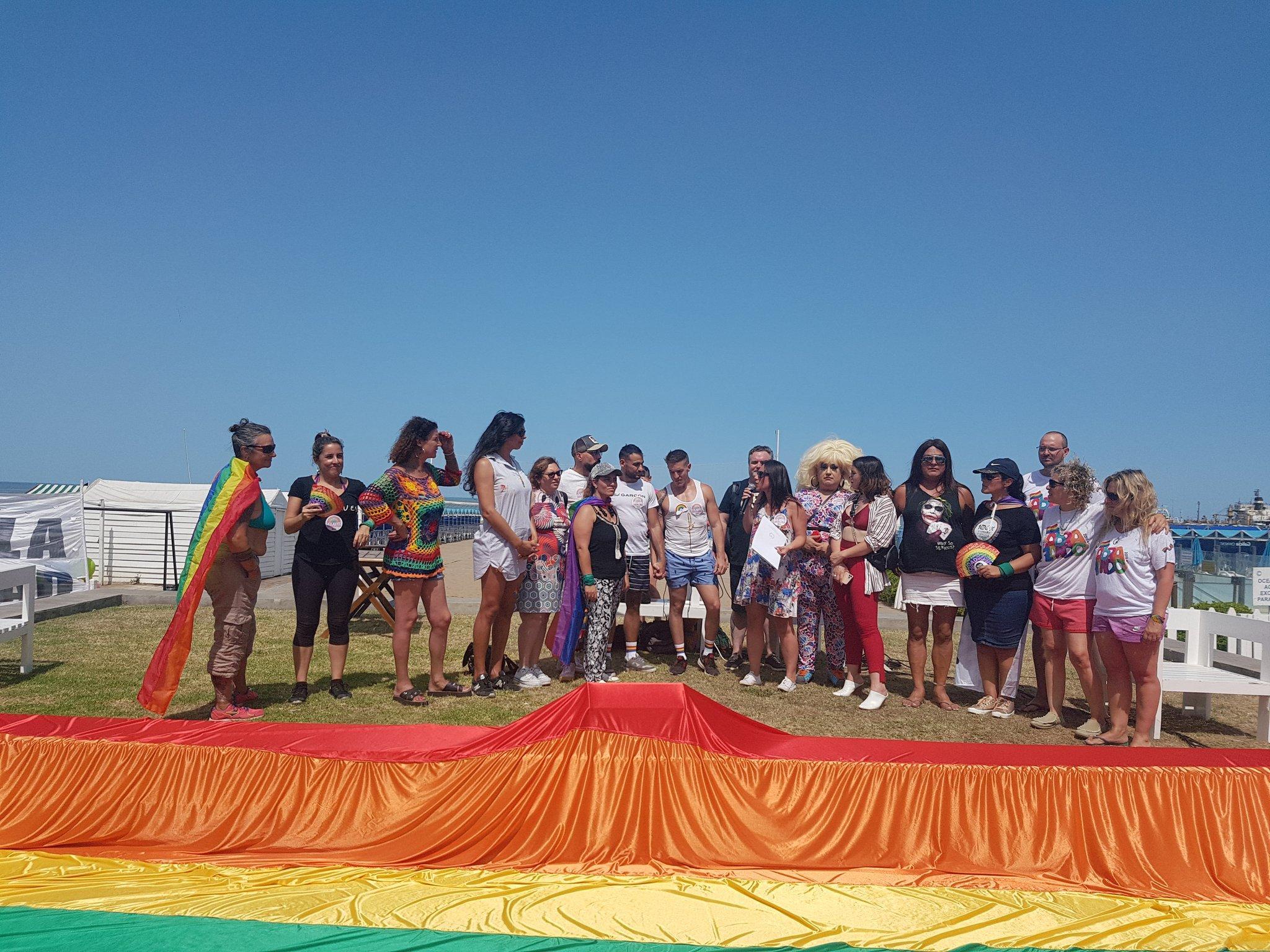 Show y movilización contra la discriminación frente a un balneario de Playa Grande