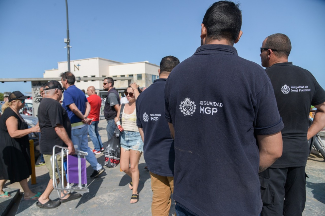 Tras las denuncias, realizan controles en el acceso a Playa Grande