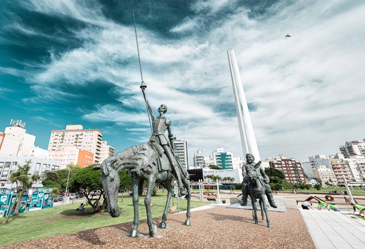 Se realizó la primera visita guiada del ciclo de verano de recorridas por los Monumentos Escultóricos