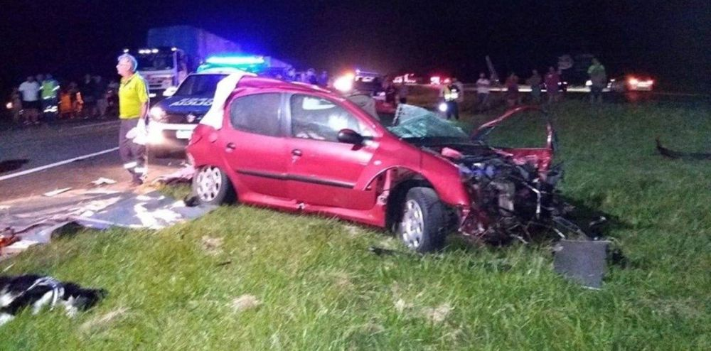 Una pareja murió en la ruta 2 tras arrollar a un perro y chocar contra un camión