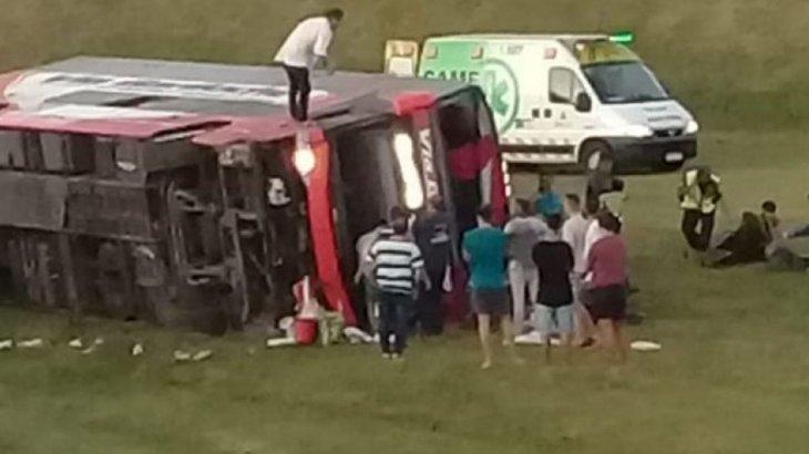 Otra vez un micro protagoniza una tragedia en la autovía 2