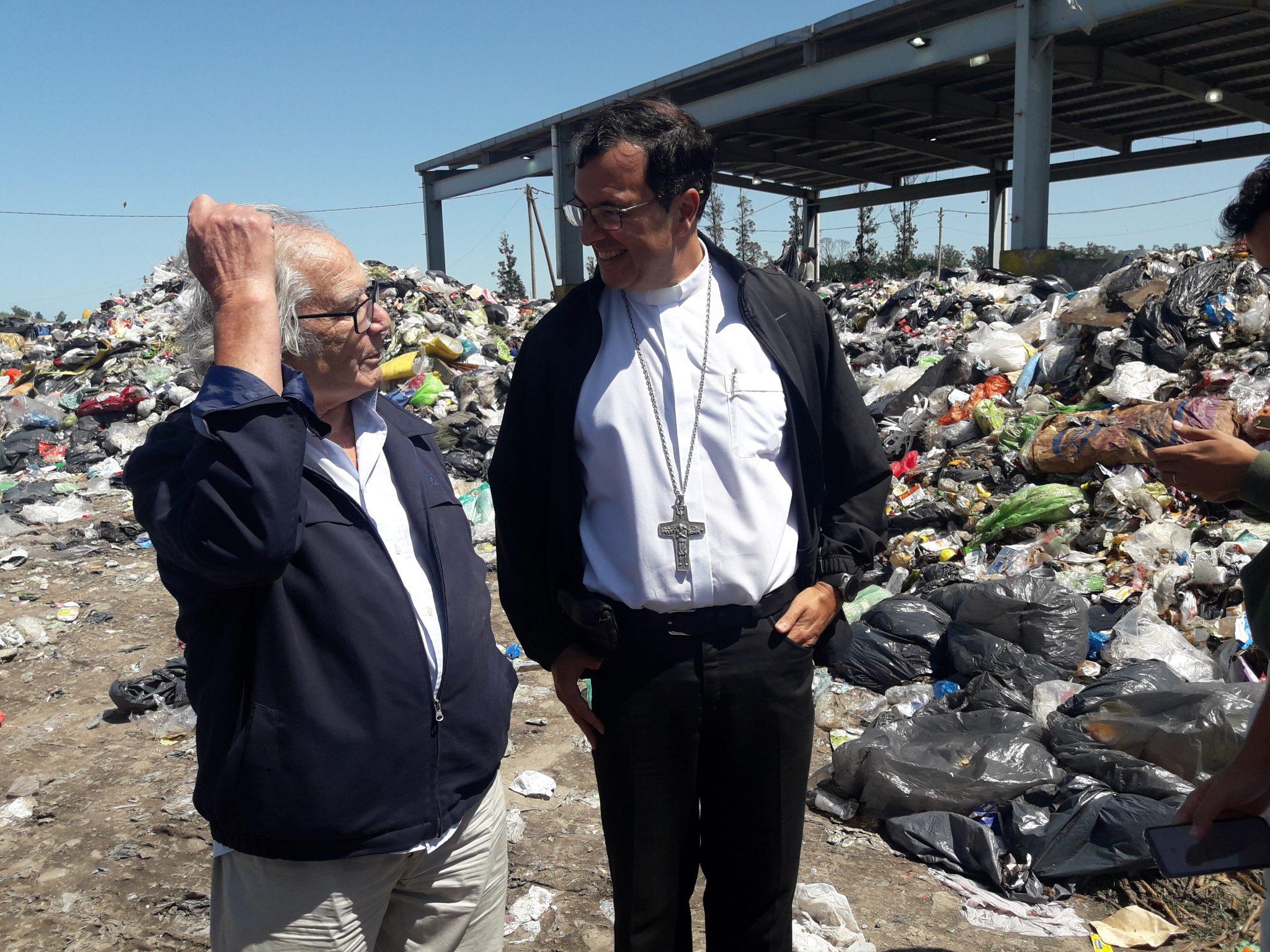 """Obispo Mestre y Perez Esquivel en el basural: """"no es digno sobrevivir en la miseria"""""""
