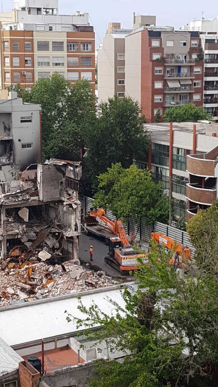 Torres y Liva: comenzaron los trabajos de demolición