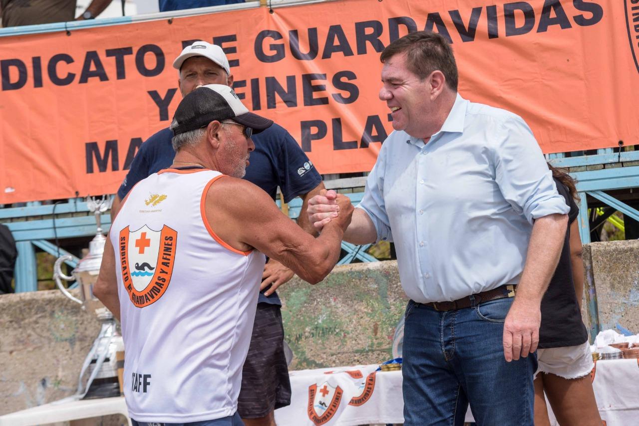 Montenegro resaltó la labor de los guardavidas en su día