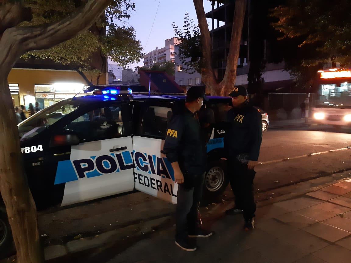 Detienen a dos personas acusadas de narcomenudeo