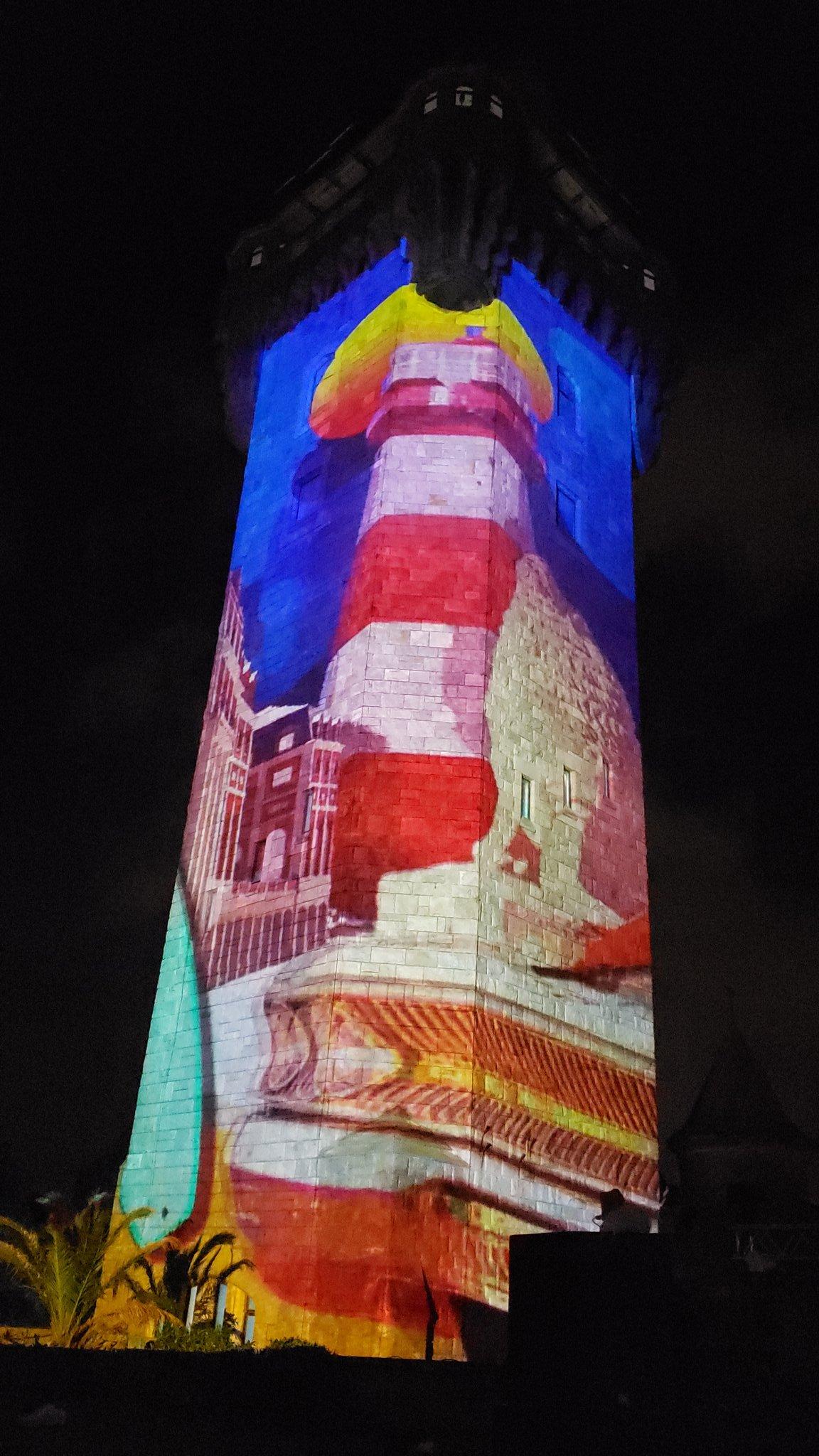 Espectacular show de luces y sonido en la Torre Tanque