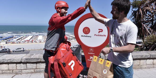 McDonald's sorprende a quienes hagan pedidos desde la playa con el McDelivery Beach Day