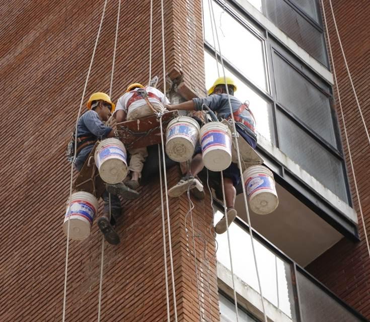 Advierten sobre el mantenimiento de fachadas de edificios