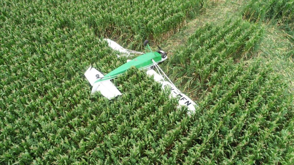 Joven piloto resultó ilesa al aterrizar de emergencia en un maizal
