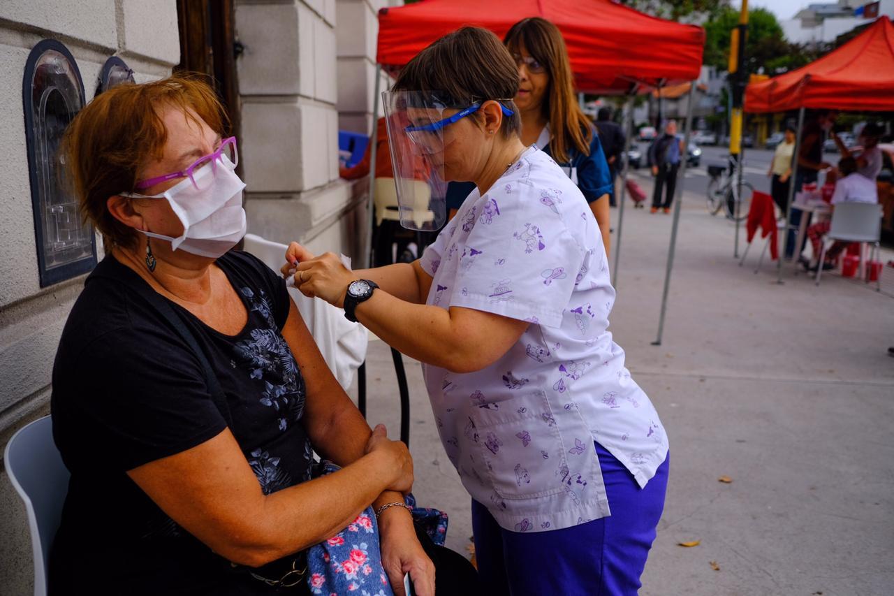 Reprograman la vacunación antigripal para adultos mayores en General Pueyrredon
