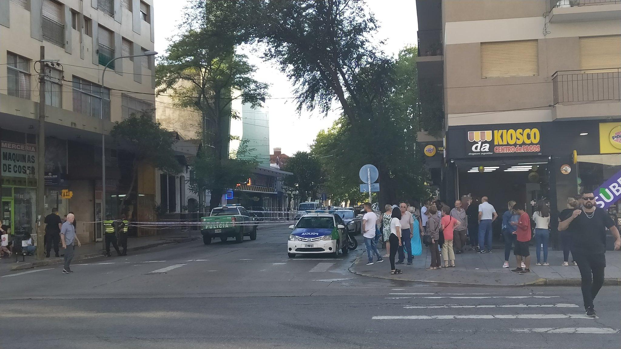 Una mujer murió al caer desde un séptimo piso y hay un detenido