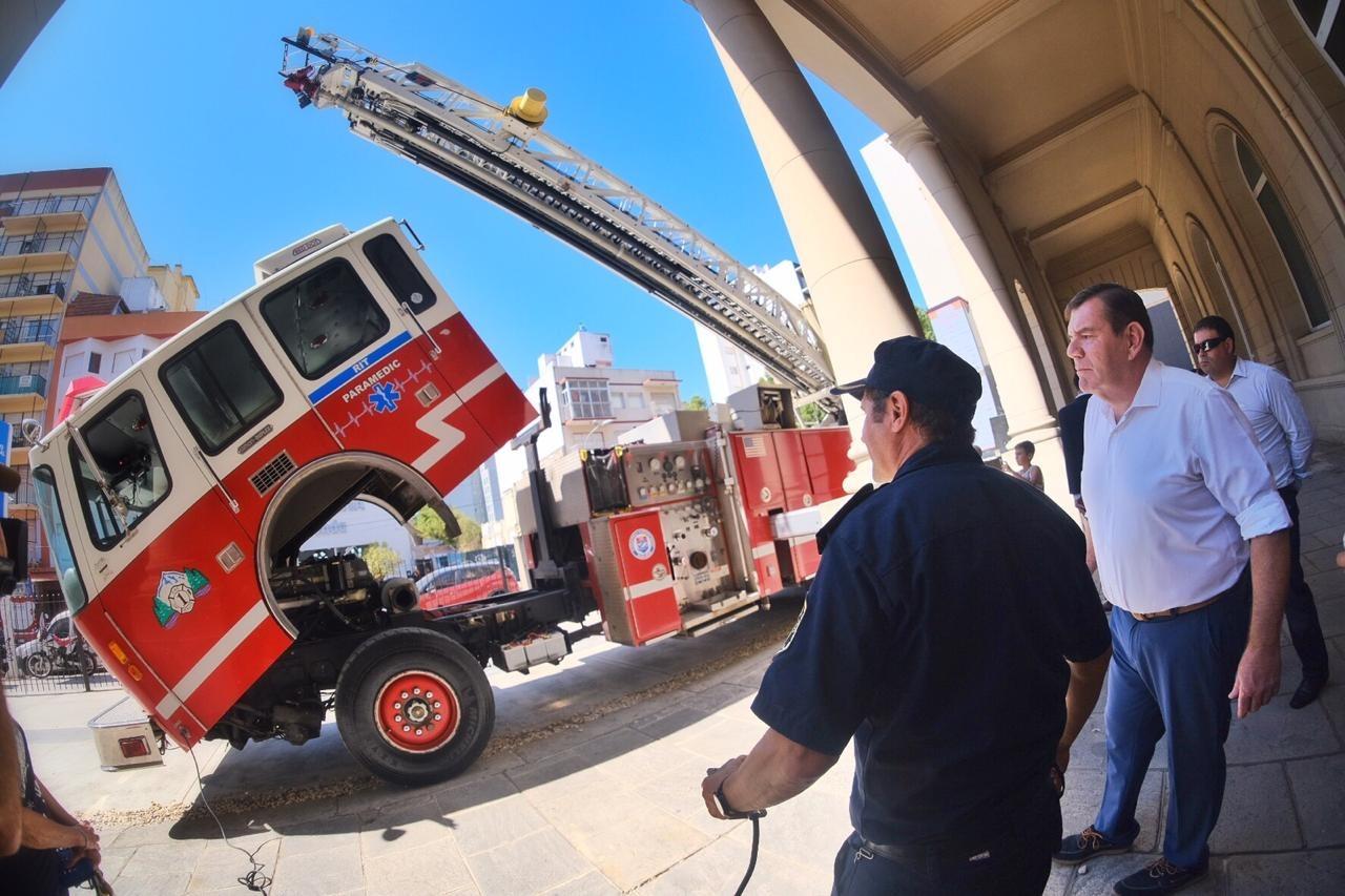Montenegro agradeció el compromiso de los bomberos tras concretarse la donación de una autobomba