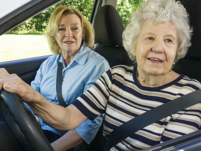 Licencia de Conducir: impulsan cambios para mejorar el acceso de mayores de 70 años
