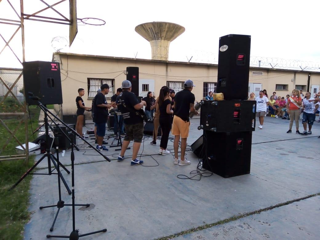 Festival cultural por el 8M en la Unidad N°50 de Batan