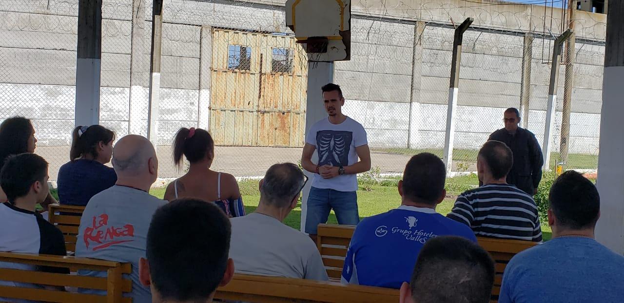 El actor Christian Sancho visitó la Alcaidía Penitenciaria Batán