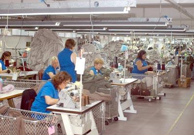 La industria textil confeccionará barbijos y camisolines