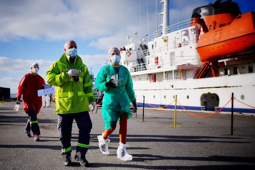"""Bajo fuertes medidas sanitarias amarró el crucero """"Ushuaia"""""""