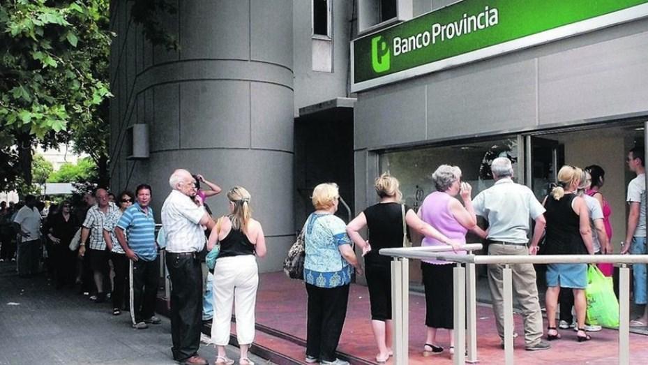 Oficializaron el aumento del 6,12% para las jubilaciones desde junio