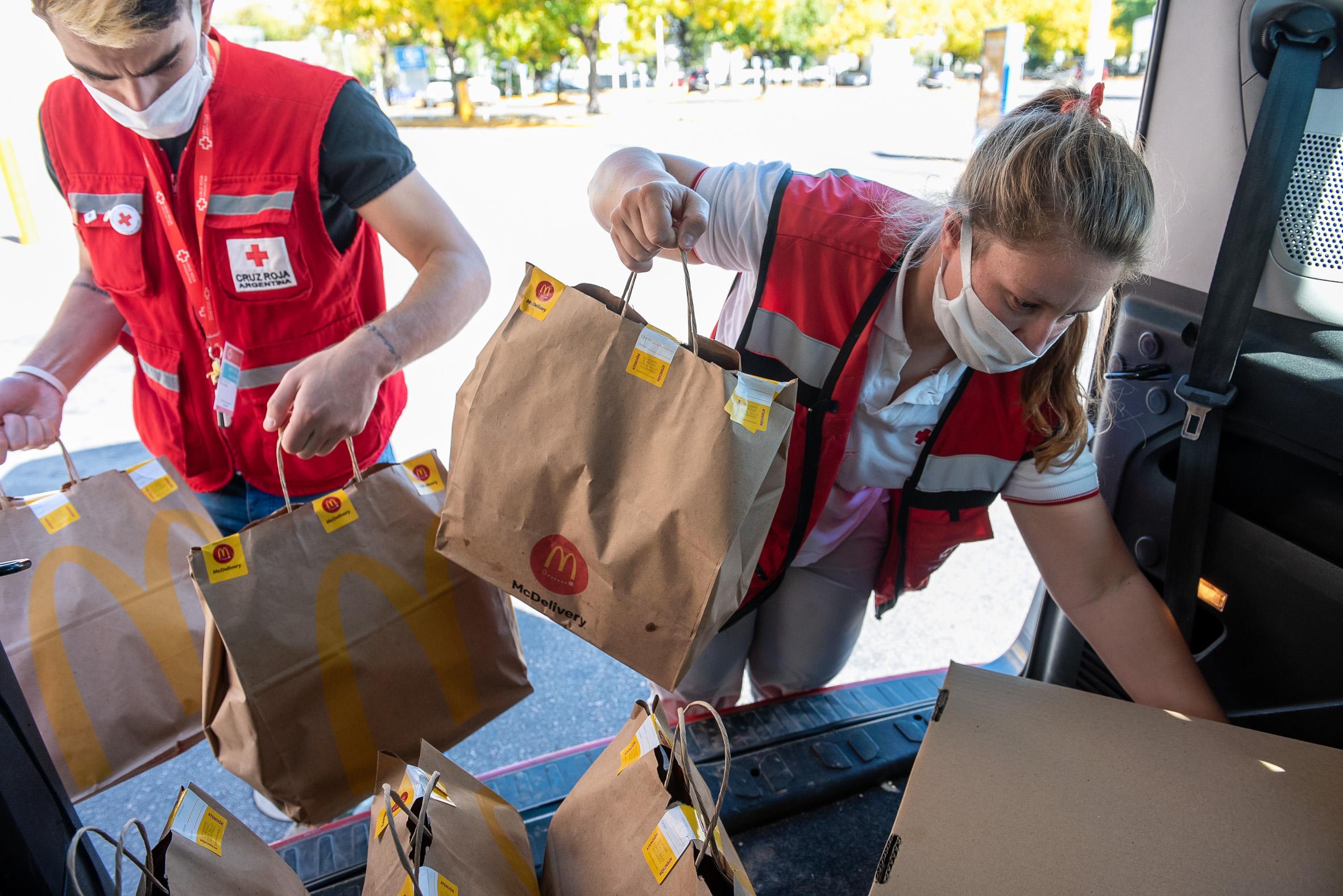McDonald's dona alrededor de 70 mil platos de comida para colaborar con comedores de Buenos Aires