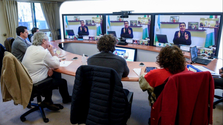 Previo a los anuncios, Fernández habló con gobernadores de las provincias con mayores contagios
