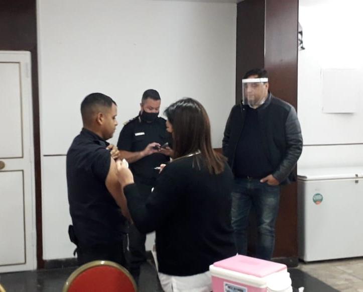 IOMA vacuna a policías de Mar del Plata y la región