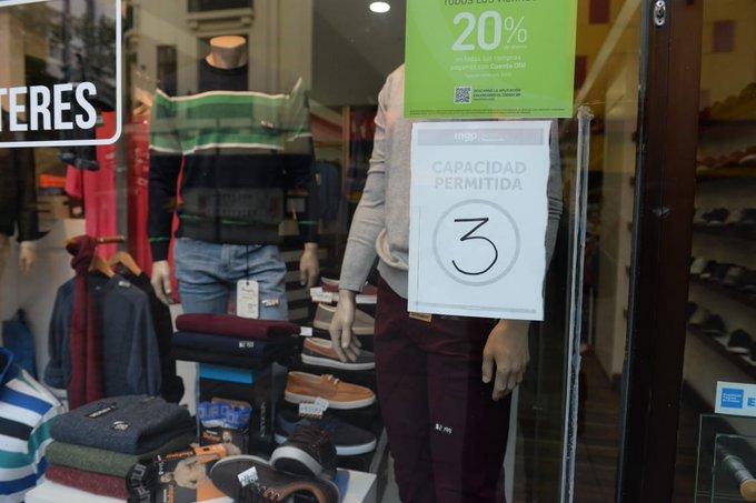 Montenegro busca facilitar habilitaciones a comercios y reactivar la economía