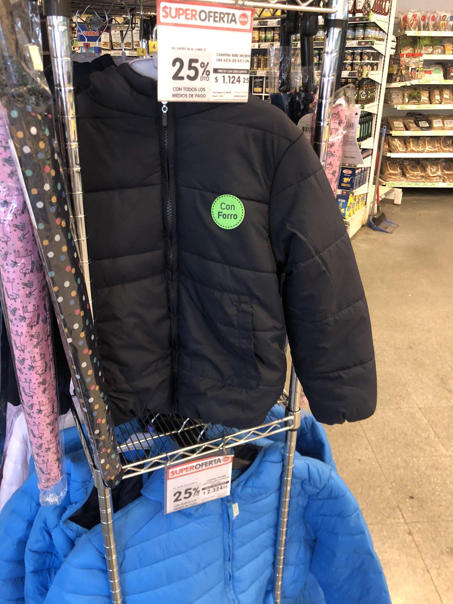"""Textiles """"indignados"""" por la venta de ropa en supermercados"""