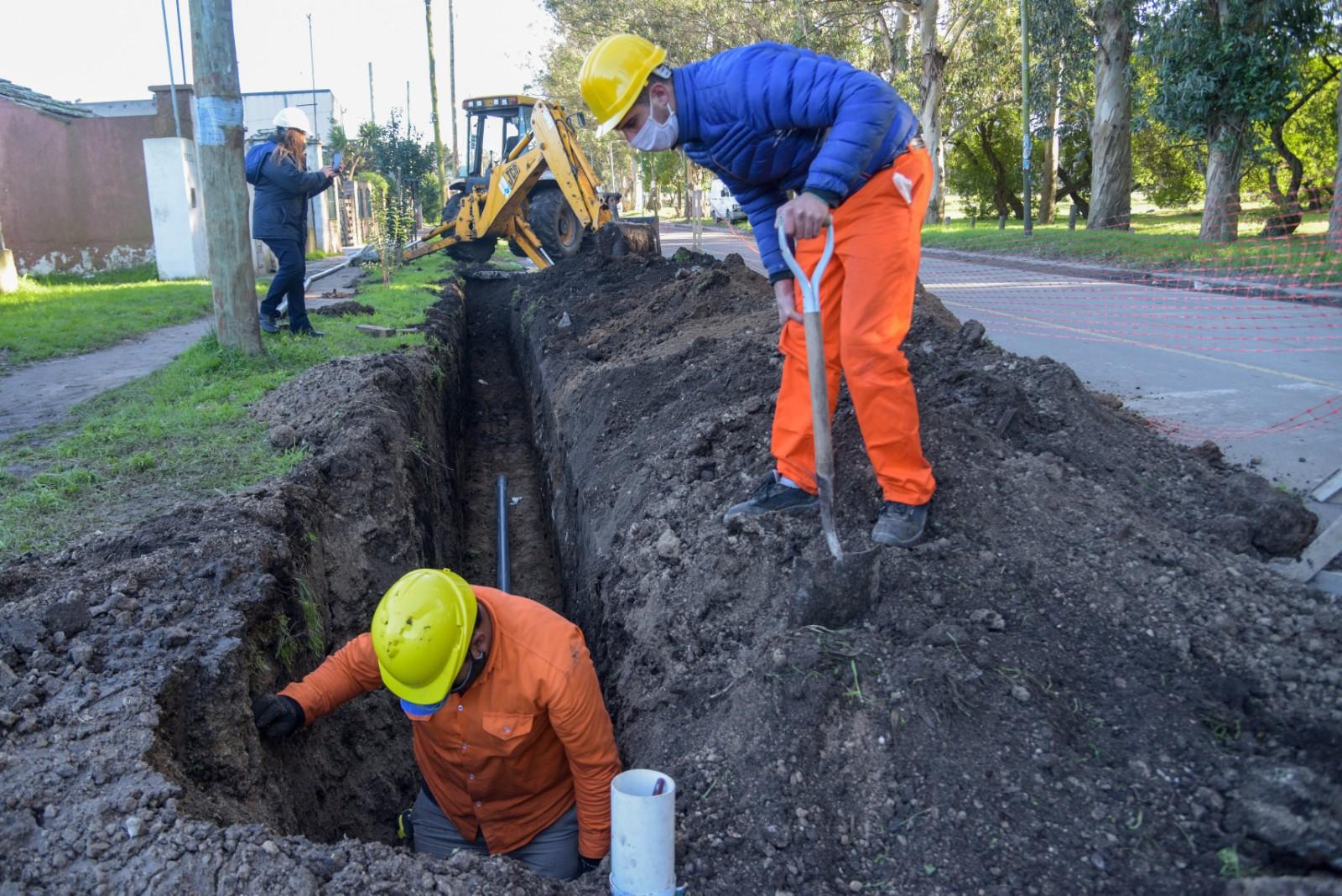 OSSE comenzó la extensión de la red agua en Alto Camet