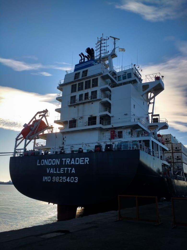 Nuevo buque de portacontenedores en Mar del Plata amplía oferta de bodega