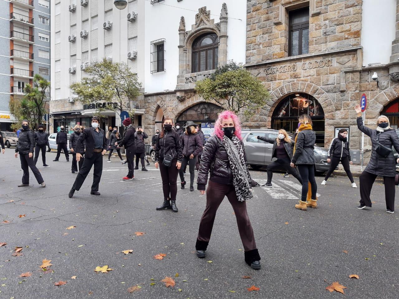 Con una intervención artística, los estudios de Danza piden su reapertura