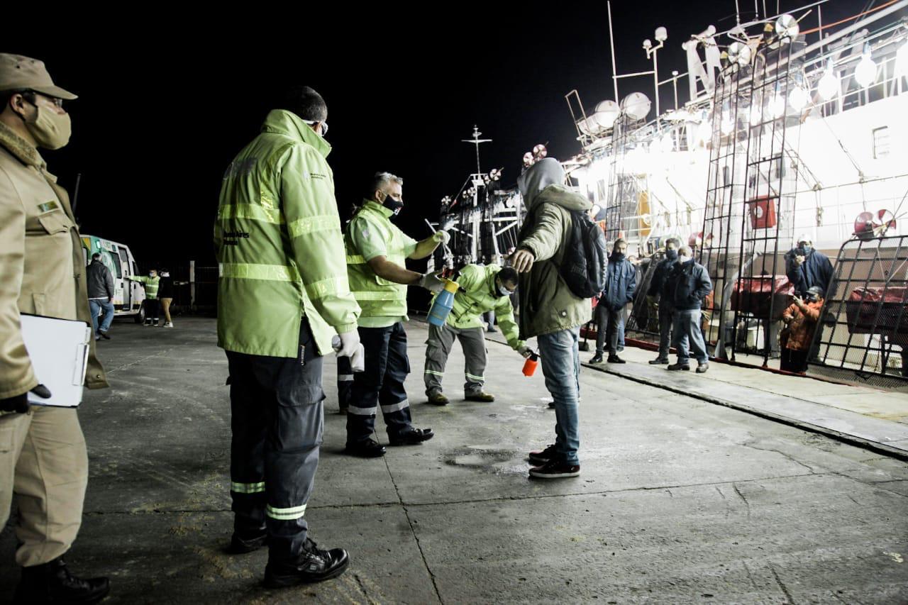 Coronavirus: activan protocolo sanitario con cinco tripulantes de un barco