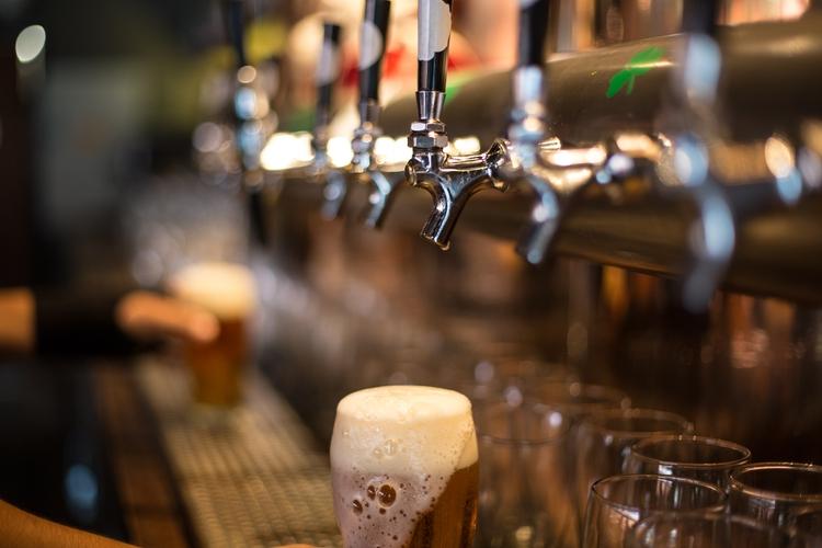 Calle Olavarría: proponen decks para restaurantes y cervecerías