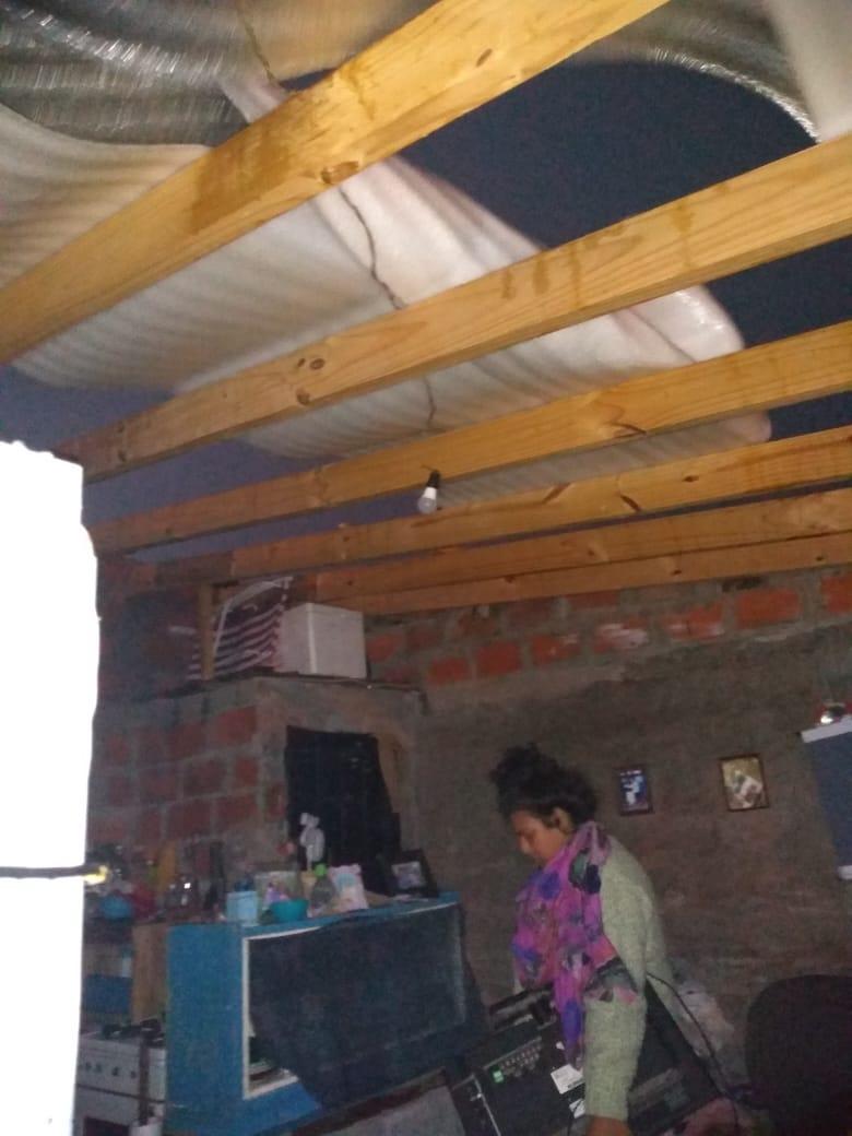 Una familia sufrió severos daños en su casa tras el temporal
