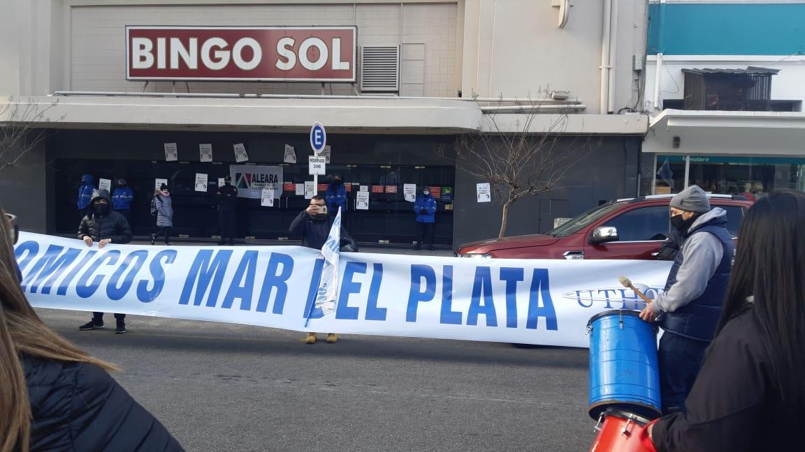 Gastronómicos y Aleara reclamaron junto a los trabajadores del Bingo del Sol