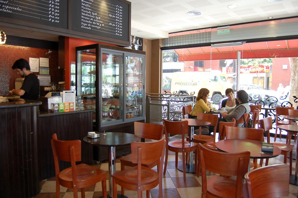 Continuarán abiertas las cafeterías con horario extendido