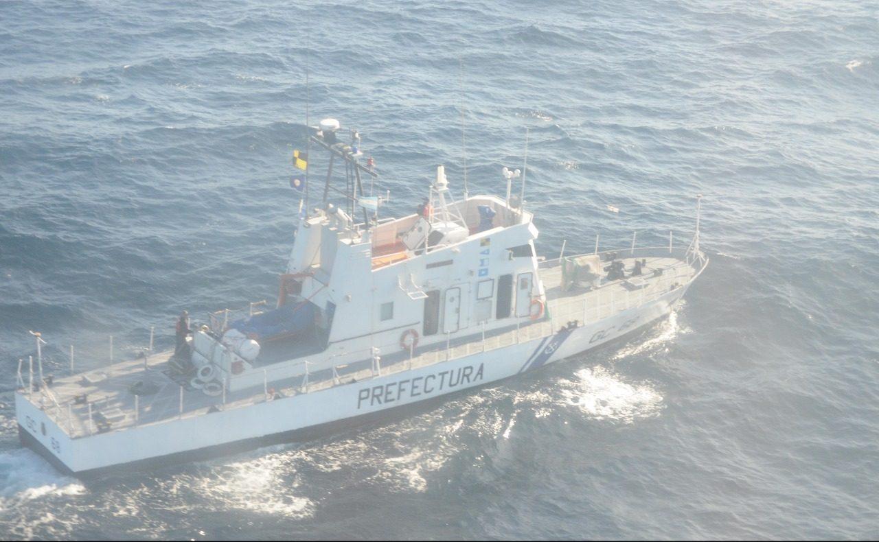 Rescatan a un navegante tras el hundimiento de un velero frente a Mar del Plata