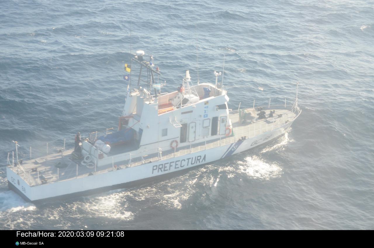 Embarcación a la deriva con cuatro tripulantes frente a la costa de Miramar