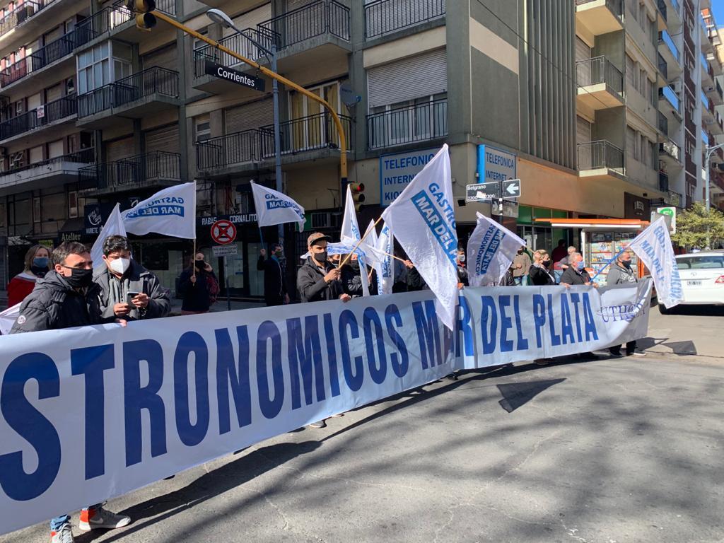 Denuncian rebaja de salarios en el sector gastronómico de Mar del Plata