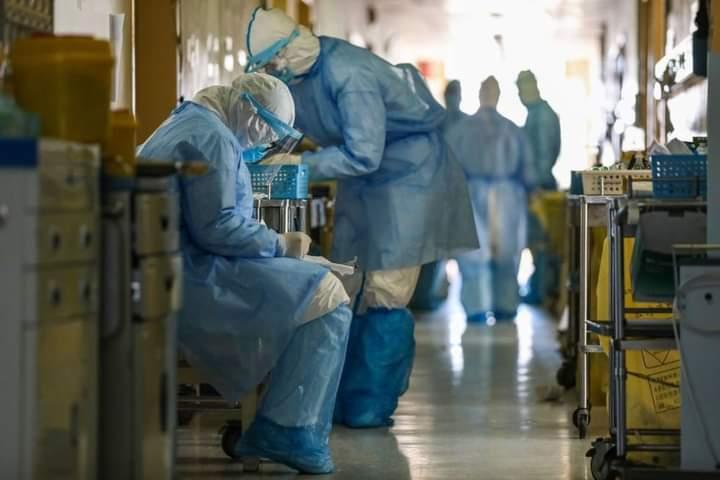 La dura carta de una médica avergonzada por las falsedades en torno a la pandemia