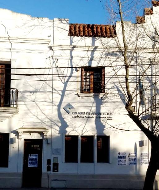 Escrachan sede del Colegio de Arquitectos y el estudio de su presidente