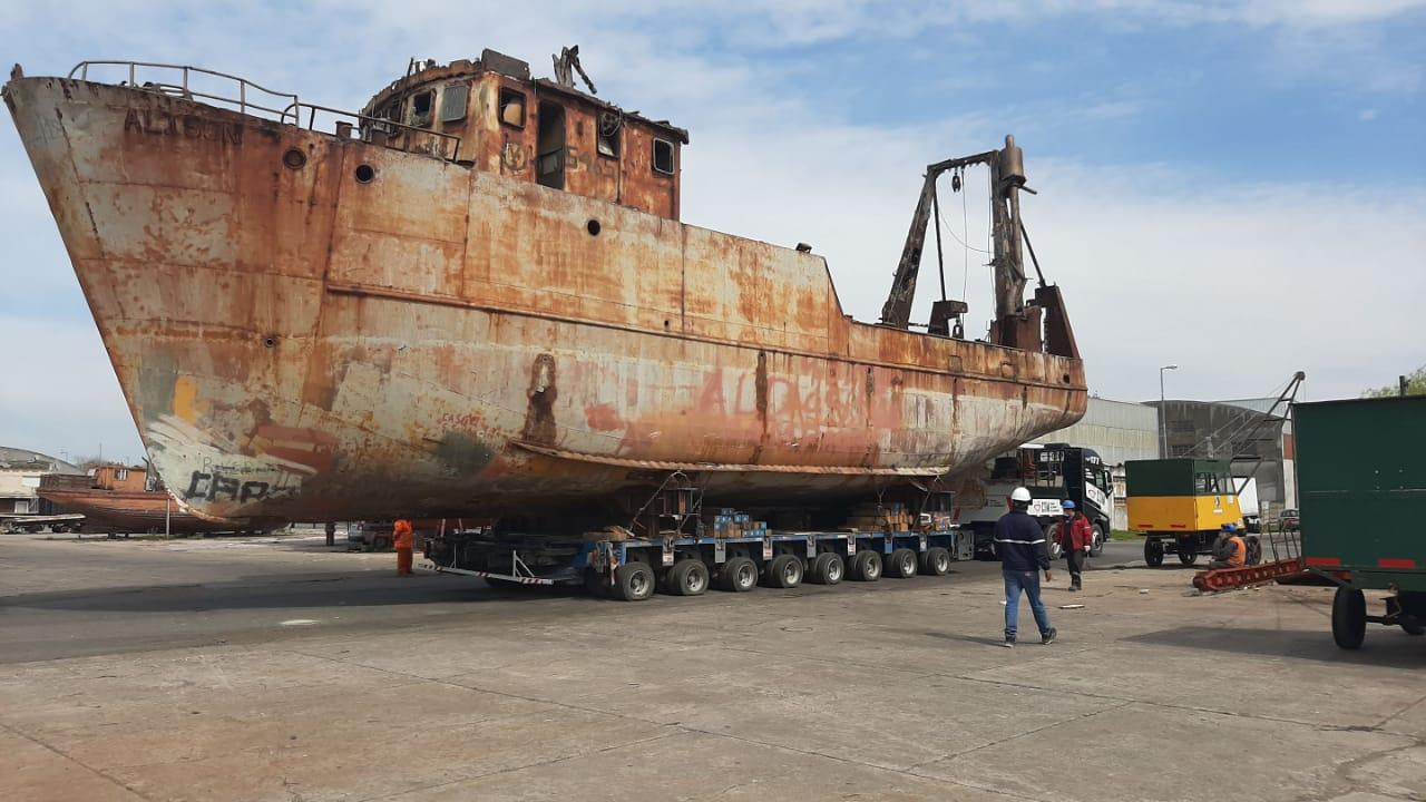 Se removió un buque inactivo que ocupó espacios operativos durante 35 años