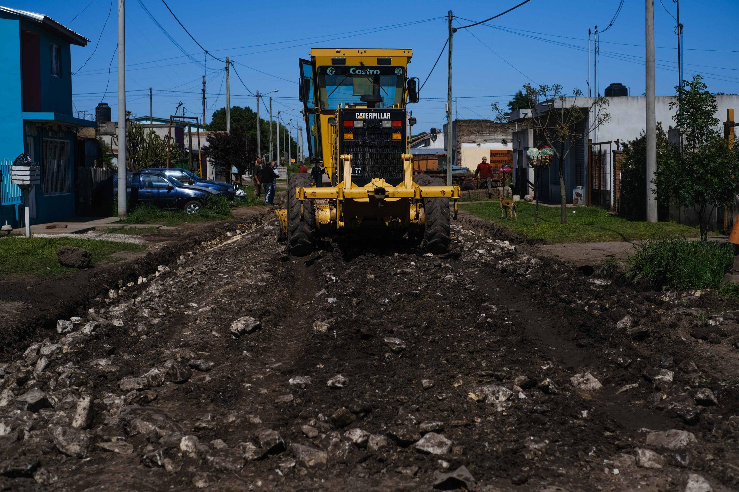"""Limpian un """"pantano"""" en Santa Paula y engranzan todo el barrio"""
