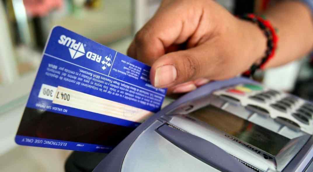 Pequeños comercios comienzan a cobrar en menor plazo las ventas con tarjetas de crédito