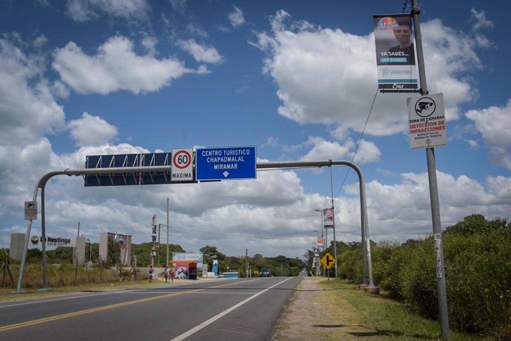 El Municipio infraccionará vehículos estacionados en las banquinas de la Ruta 11