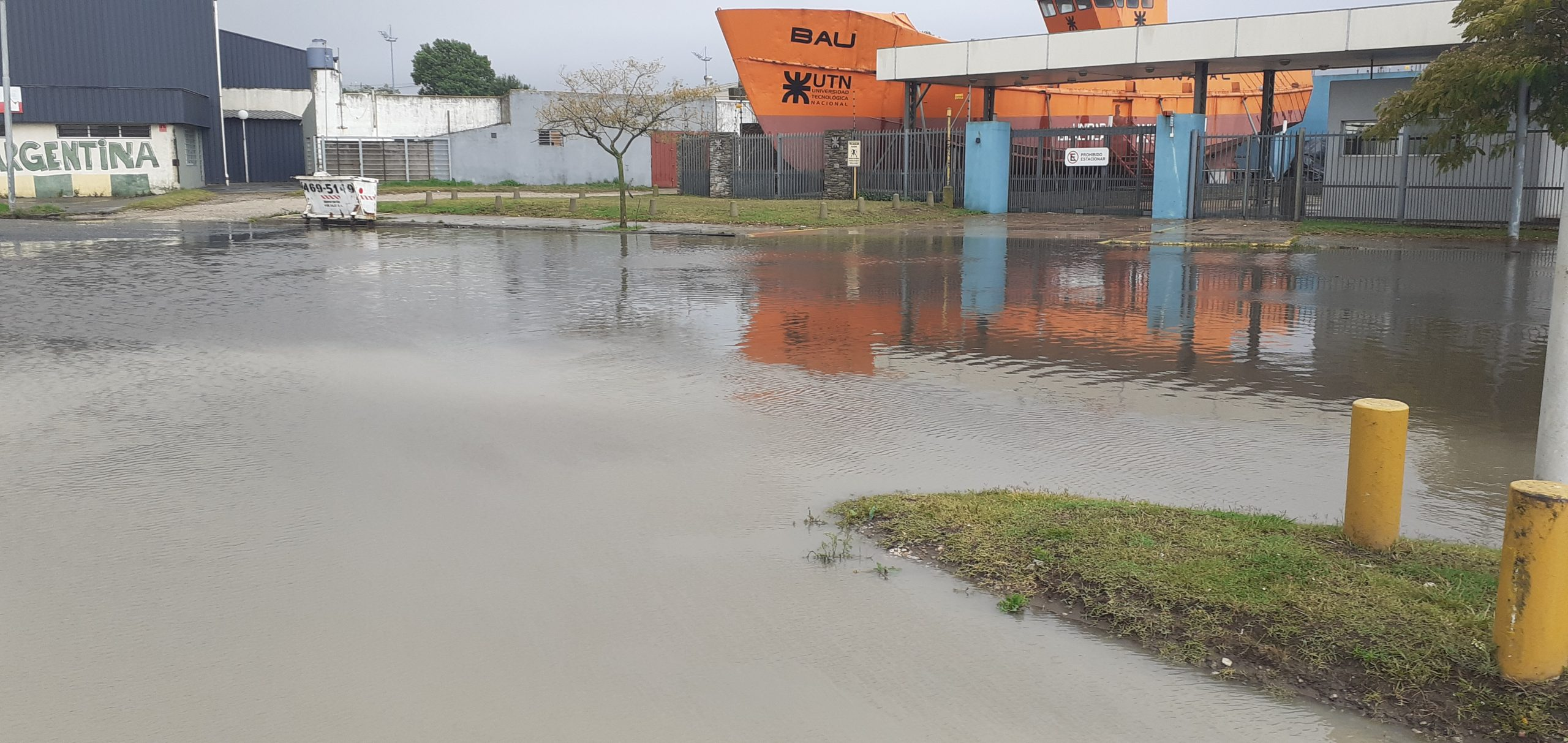 Continúa el mal tiempo en la Costa Atlántica tras el temporal que dejó heridos leves y anegamientos