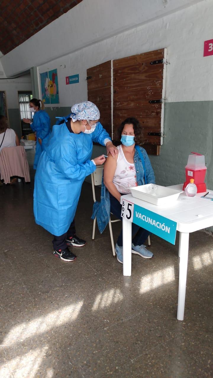 Gollan estimó que si se reciben las vacunas, en agosto estarán vacunados los grupo de riesgo