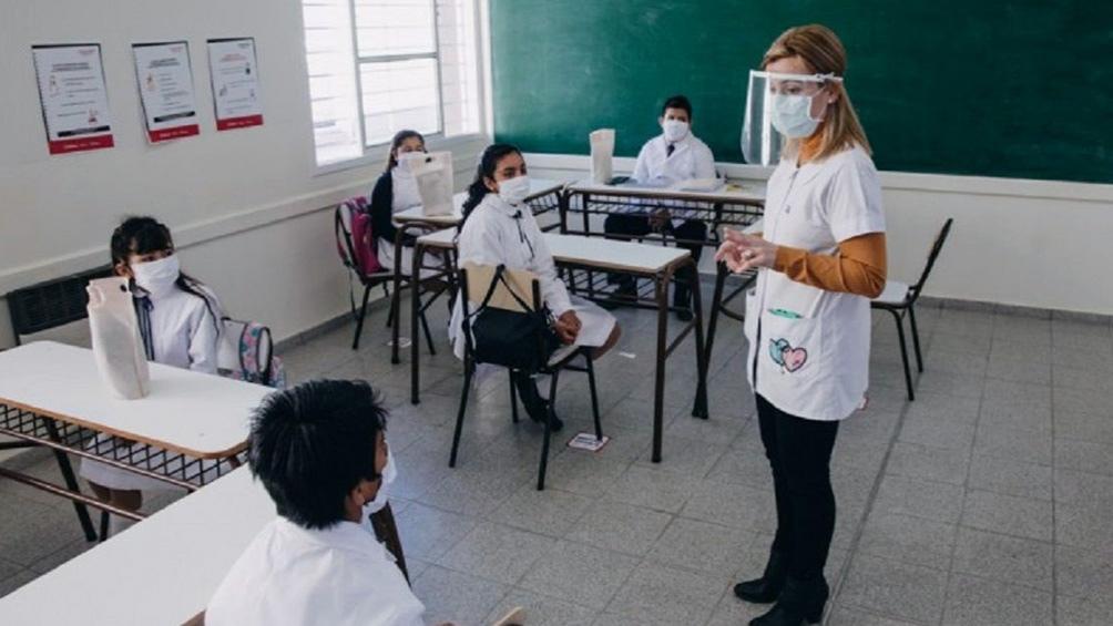 """Kicillof: """"Hoy empezaron las clases presenciales para un millón de estudiantes en la provincia"""""""