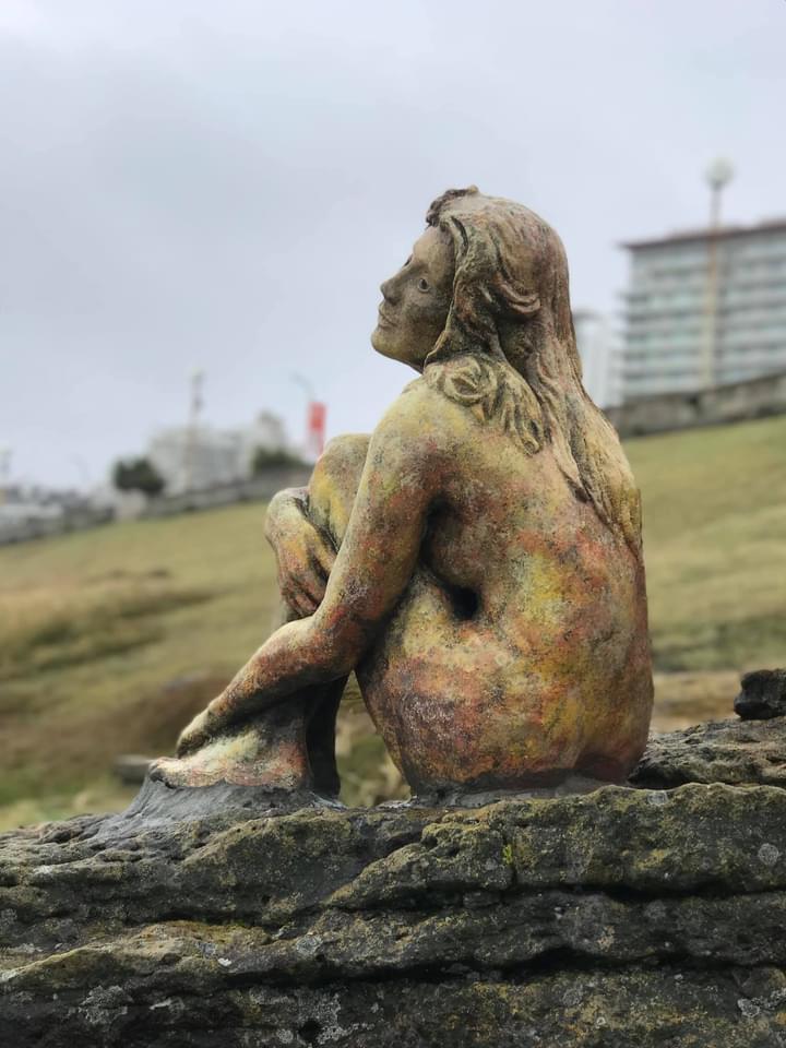 La misteriosa escultura en Mar del Plata fue dañada involuntariamente y ahora cuenta con custodia