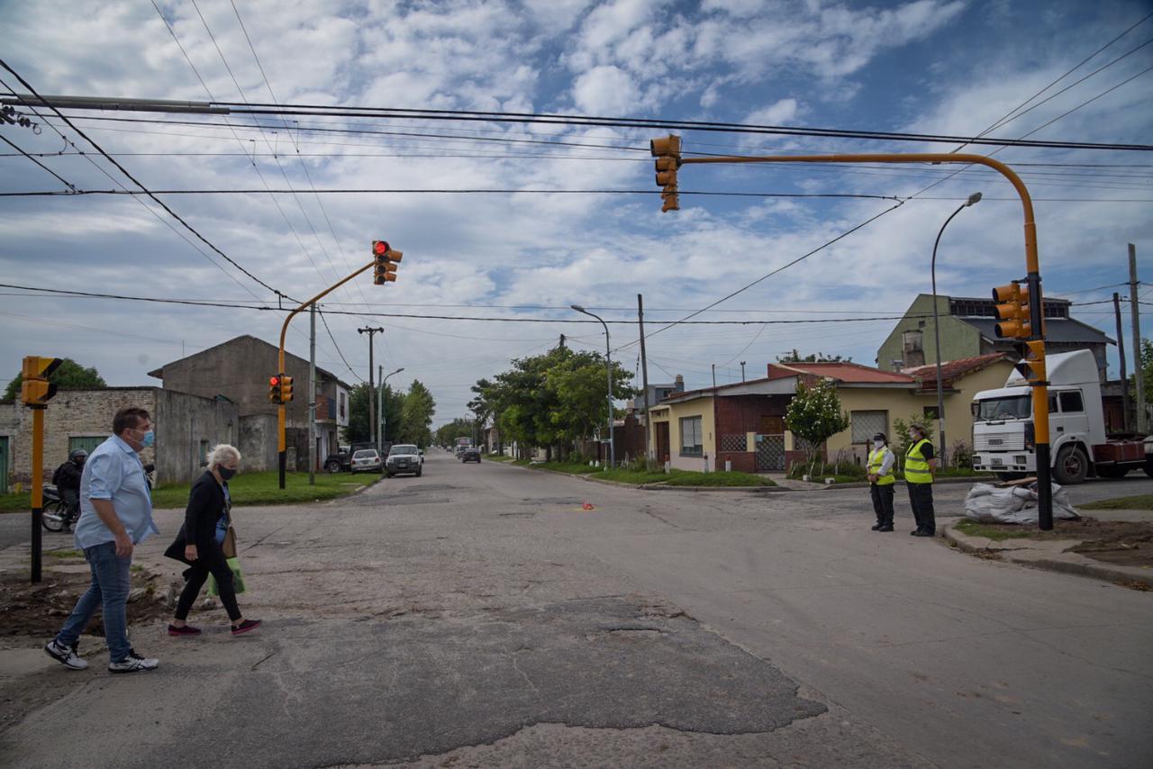 El Municipio realiza obras de bacheo e instala nuevo semáforo en el barrio Regional