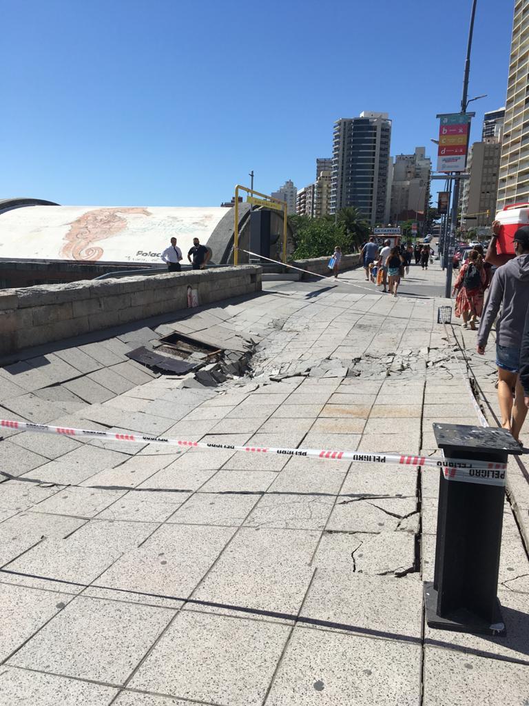 Un camión cisterna causó graves daños en un sector del paseo costero